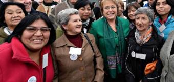 "6 Usuarias de INDAP Panguipulli reciben ""Sello Manos Campesinas"" de pdta. M. Bachelet."