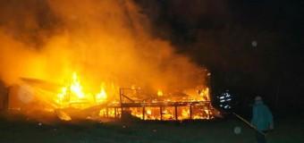 Un incendio consumió por completo una cabaña en sector Altos de Palguín