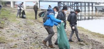 """Estudiantes dan el ejemplo en el """"día internacional de la limpieza de playas"""""""