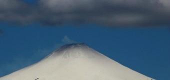 """Sernageomin detecta """"leve aumento"""" en actividad volcánica del Villarrica"""