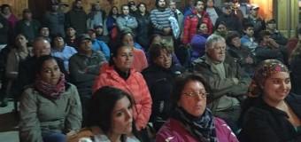 Vecinos de Coñaripe lograron acuerdos con el Municipio por Cobro de Estacionamientos