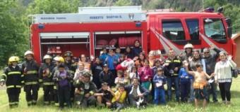 Grupo Kolping y Bomberos de Coñaripe llevaron la Navidad a niños de Escuelas Rurales