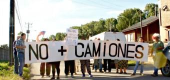 Vecinos de Roble Huacho se tomaron la calle molestos por consecuencias del tráfico de Camiones Tolva