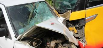 Voluntario de bomberos muere en choque frontal entre un bus y una camioneta en Coñaripe
