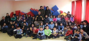 Municipio entrega botas y parcas de invierno a niños de 29 colegios rurales