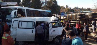 Impactante colisión deja al menos 5 lesionados en pleno centro de Panguipulli