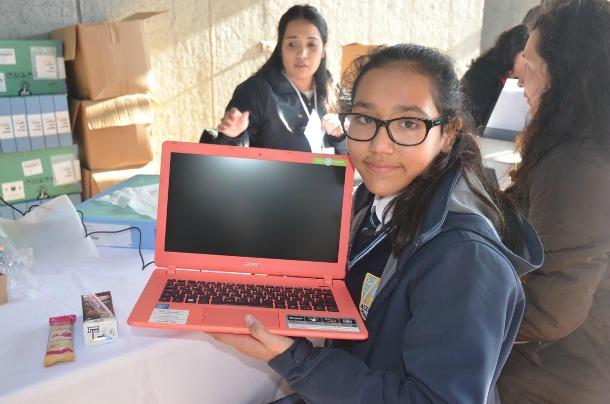 284 Alumnos de Colegios Públicos de Panguipulli recibieron computadores del Programa Me Conecto Para Aprender