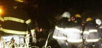 Vehículo volcó en cuesta Los Añiques. Médico fue agredido al intentar prestar auxilio