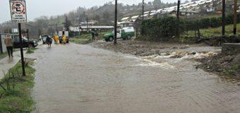 Calles anegadas tras día de lluvia. Responsabilizan trabajos de empresa particular