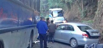 """Se registra accidente menor entre Bus y vehículo particular en cuesta """"Los Añiques"""""""