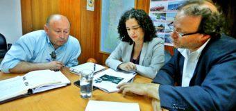 Rodrigo Valdivia va por financiamiento para nuevas costaneras en Coñaripe y Panguipulli
