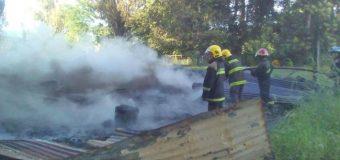 Ataque incendiario en Lanco deja 3 casas y dos galpones destruidos
