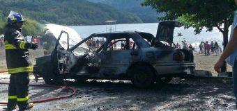 Vehículo se incendió en playa de Choshuenco dejando pérdidas totales