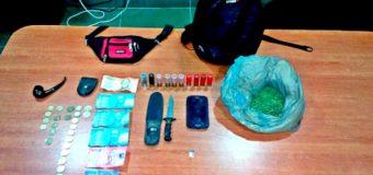 Detienen en Liquiñe a sujeto sorprendido con drogas, cartuchos de escopeta y un cuchillo