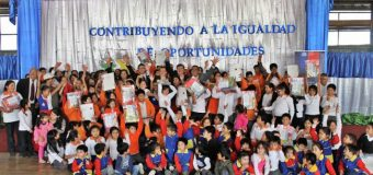 Entregan útiles escolares a niños de sectores rurales en Choshuenco