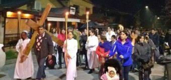 Fieles de Panguipulli acompañaron a Jesús en el Via Crucis
