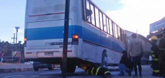 "Bus de empresas ""Liquiñe"" sufrió desperfecto mecánico – principio de incendio"