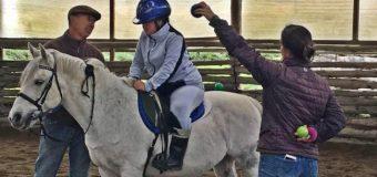 Estudiantes de Huellahue y Malalhue se unen a terapia con caballos