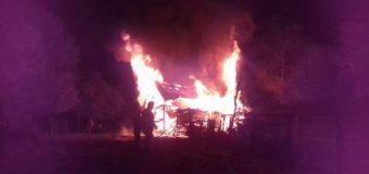 3 Personas fueron afectadas tras incendio de centenaria vivienda en Llongahue