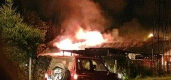 Incendio consumió oficinas del Cuartel de Bomberos y generó pánico en Coñaripe