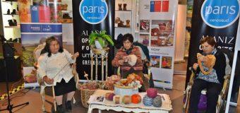 Artesanas hiladoras de dos regiones participan en proyecto junto a Indap y Tiendas Paris