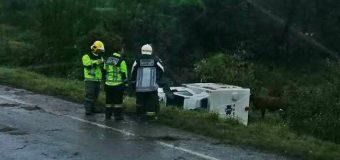 Ambulancia del Cesfam de Malalhue volcó en la ruta dejando dos lesionados