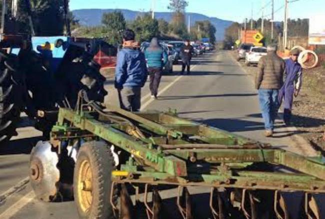 Cortan el tránsito en ruta Panguipulli - Lanco alegando irregularidades en obras de PRT