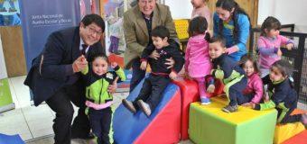 Jardín infantil de Neltume fue el primero en recibir sets de juegos para promover la actividad física