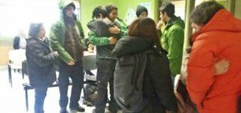 Dan de alta a jóvenes que permanecieron extraviados una noche en cerro de Neltume