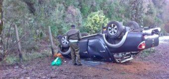 Camioneta terminó de campana luego de perder el control en sector Rucatrehua