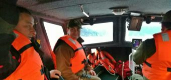 En lancha policial evacuan de urgencia a paciente insulinodependiente desde Pirehueico