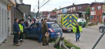 Vehículo terminó en la vereda tras colisión en calle O´higgins. Una mujer resultó lesionada