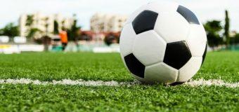 Ex-futbolistas profesionales visitan la zona para dictar charlas educativas