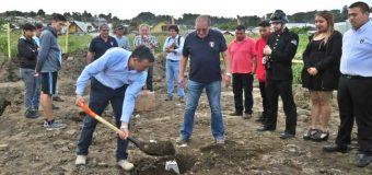 """Ponen """"primera piedra"""" de nuevo cuartel de bomberos en Panguipulli"""