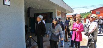 Instalan placa en honor a personas que fueron torturadas en el Gimnasio de Panguipulli