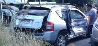 """3 lesionados tras colisión entre Tolva y automóvil en Coñaripe. Vehículo menor no habría respetado el """"Pare"""""""