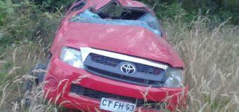 Hombre muere tras desbarrancar camioneta 30 metros en Carirriñe Alto