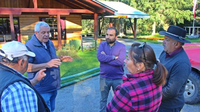 La reunión con dirigentes de Liquiñe | Víctor Rebolledo