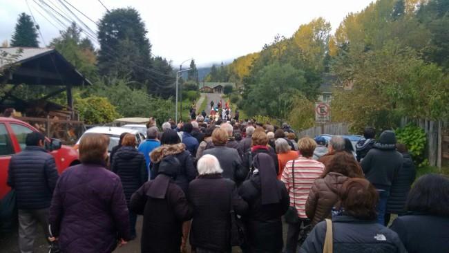 La procesión por las calles de Choshuenco | Javier Berrocal
