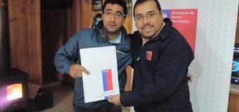 Entregan concesión de terreno a Club Deportivo de Neltume
