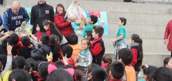 Destacan entrega de implementación deportiva para escuela de Panguipulli