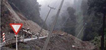 Derrumbe en sector Culán afecta tendido eléctrico y cierra nuevamente ruta Coñaripe – Liquiñe