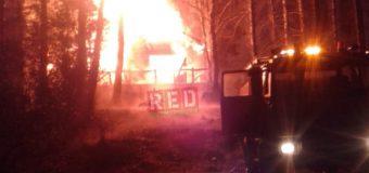 Incendio redujo a escombros cabaña en Puerto Fuy