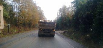 Multan a Empresa que ocasionó inconvenientes a conductores por lodo en ruta a Huellahue