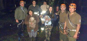 Carabineros y Bomberos lideraron exitoso rescate de cachorros atrapados en una quebrada en Liquiñe