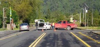 Sin lesionados termina colisión en cruce Lago Neltume