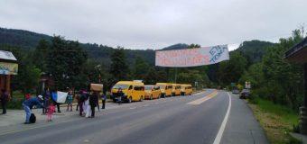 Apoderados se toman Escuela Municipal en Pullinque y piden soluciones por hechos de violencia estudiantil