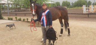 Preparador de caballos oriundo de Neltume triunfa en Santiago