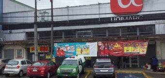 Delincuentes huyen con botín de 30 millones desde supermercado en Los Lagos