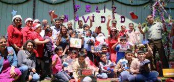 Carabineros de Panguipulli celebra navidad con estudiantes de escuela rurales